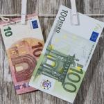 Skąd biorą się pieniądze i jak trafiają do obrotu?